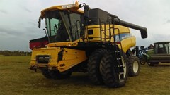 Combine For Sale 2007 New Holland CR9060 , 415 HP