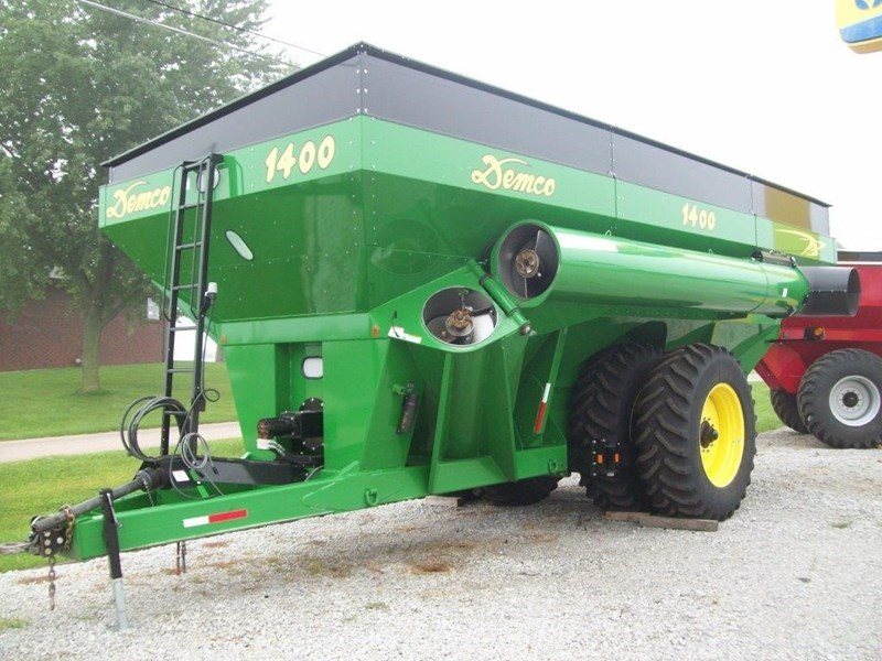 2012 Demco 1400 Grain Cart For Sale
