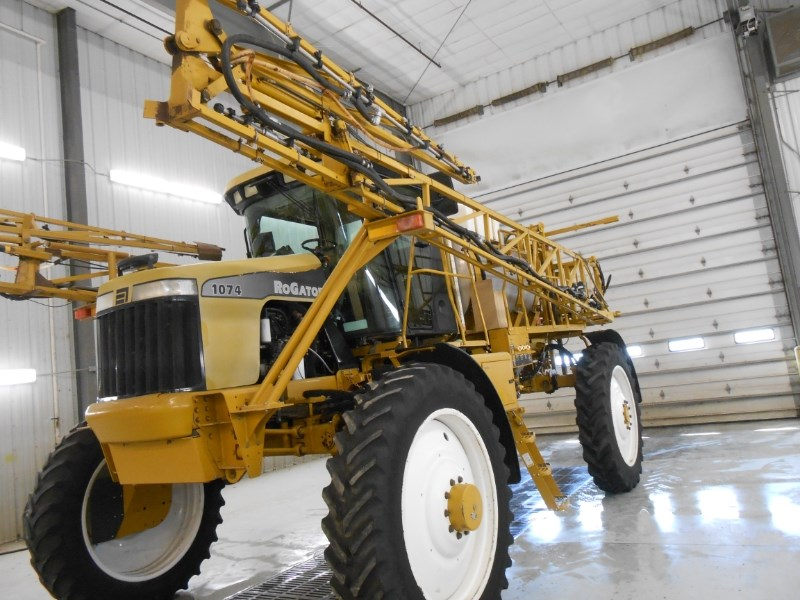 2005 Ag Chem 1074 Sprayer-Self Propelled For Sale