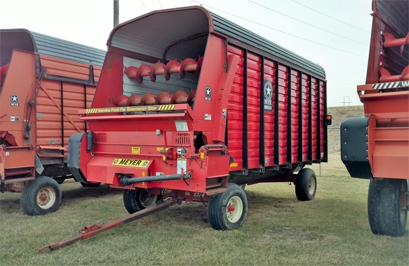 Meyer 4516 Forage Box-Wagon Mounted For Sale