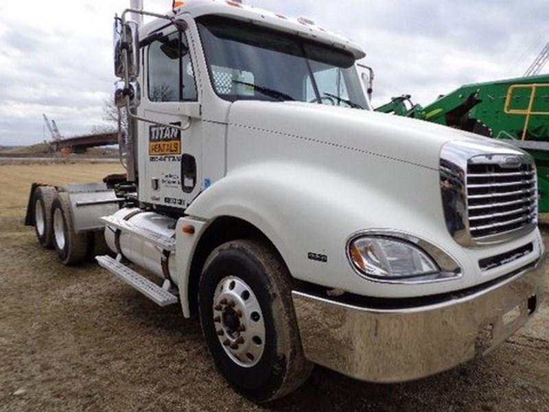 2006 Freightliner Columbia, Conventional Day Cab, w/Headache Rack Camión tractor a la venta