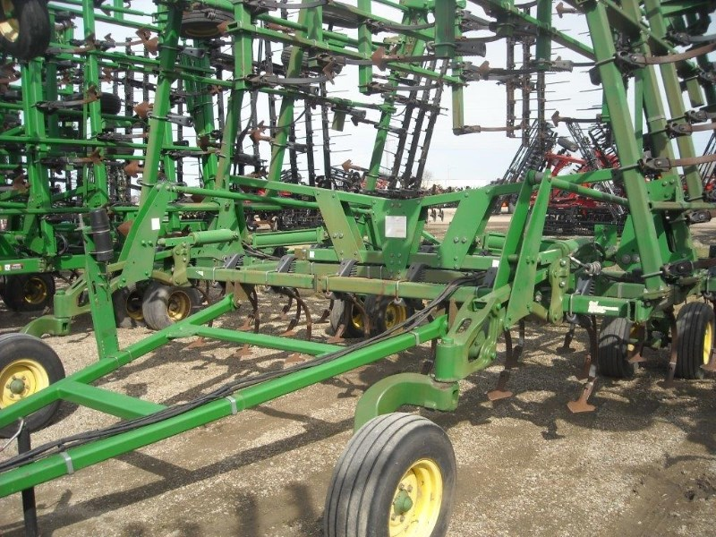 2005 John Deere 2210 44.5 Field Cultivator For Sale