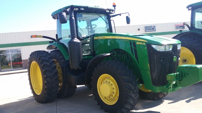 2013 John Deere 8260R Tractor For Sale