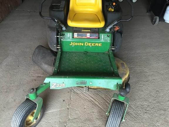 2007 John Deere Z225 Riding Mower For Sale