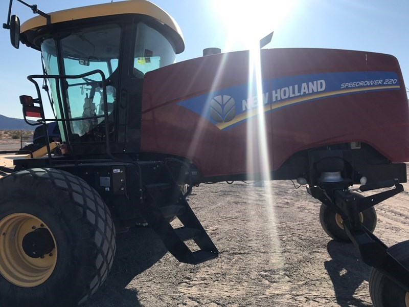 2016 New Holland 220 Windrower-Self Propelled
