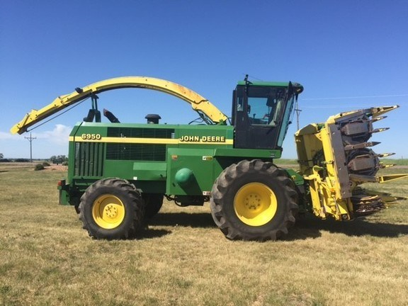 2001 John Deere 6950 Forage Harvester-Self Propelled For Sale