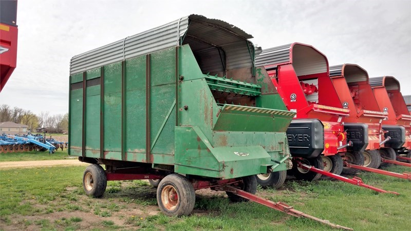 Badger BN950 Forage Box-Wagon Mounted For Sale