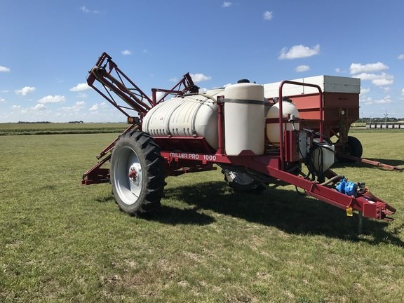 2007 Miller Pro 1000 Sprayer-Pull Type For Sale