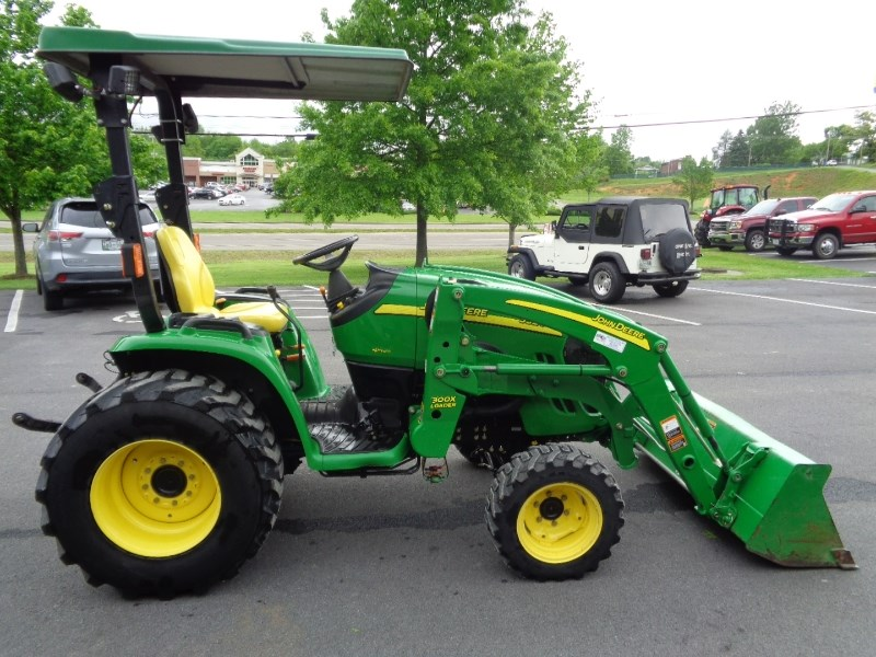 2006 John Deere 3320 Tractor For Sale