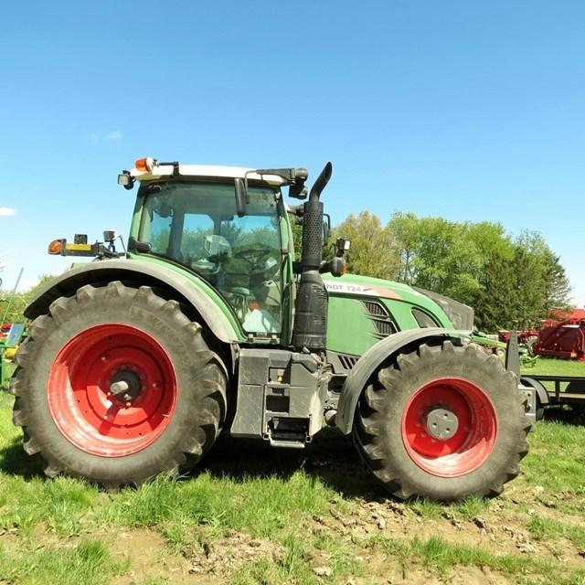 2015 Fendt 724 VARIO Tractor For Sale