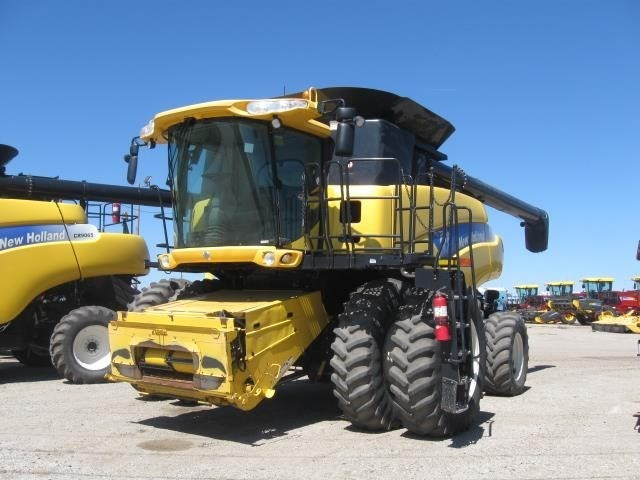 2008 New Holland CR9060 Combine For Sale
