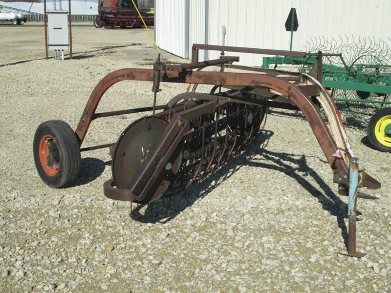 New Idea 402 Tedder For Sale