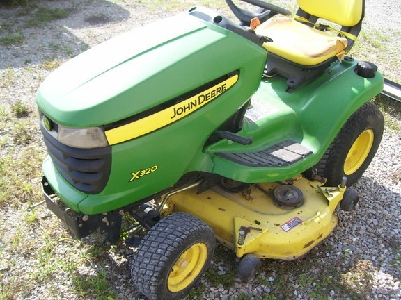 2006 John Deere X320 Riding Mower For Sale
