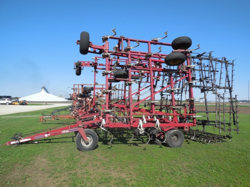 2002 Wil-Rich QUAD X Field Cultivator For Sale
