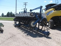 Planter For Sale 1999 Kinze 2600
