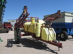 Sprayer-Pull Type For Sale 2001 Hardi NAV1000M