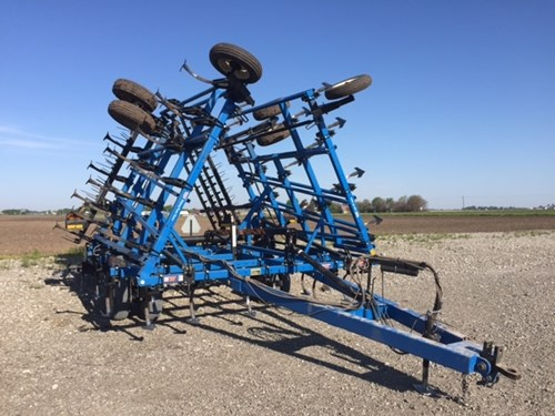 Field Cultivator For Sale:  2001 DMI TM II