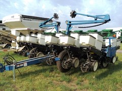 Planter For Sale:  2011 Kinze 3200 12x30