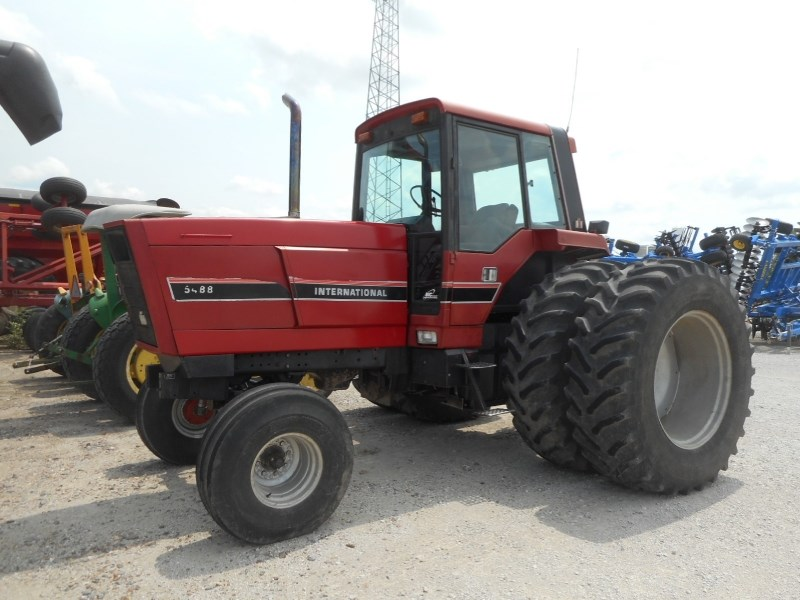 1982 IH 5488 Tractor For Sale