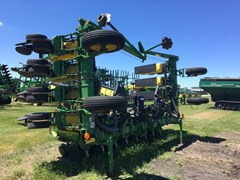 Planter For Sale:  2001 John Deere 1710