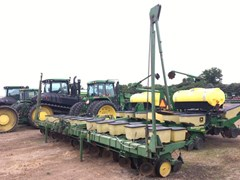 Planter For Sale:  1985 John Deere 7100
