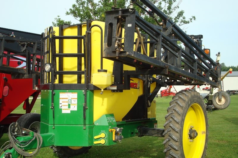 2010 Demco 1250 Sprayer-Pull Type For Sale