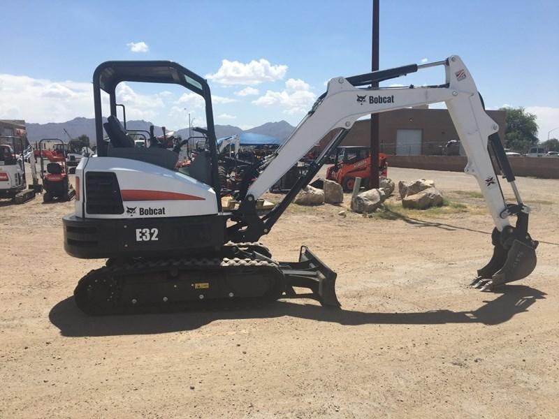Bobcat E32 T4 Excavator-Track