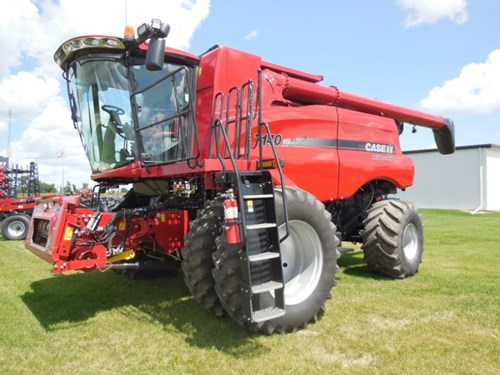 Combine For Sale:  2015 Case IH 7140