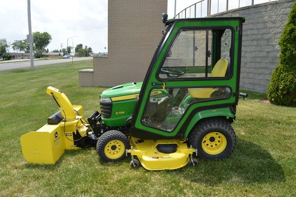 2014 John Deere X758 Riding Mower For Sale