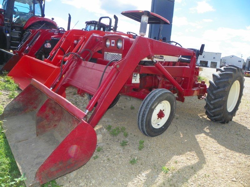 1968 International 2504 Tractor For Sale