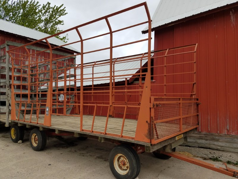 Meyer 8x16 Bale Wagon-Pull Type For Sale