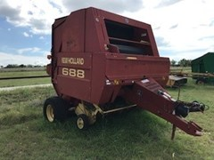 Baler-Round For Sale:   New Holland 588