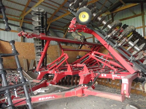 Disk Harrow For Sale:  2005 Sunflower 1544