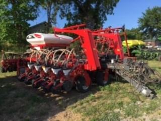 2016 White 9531 Planter For Sale
