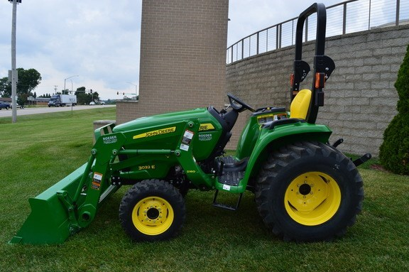 2016 John Deere 3032E Tractor For Sale