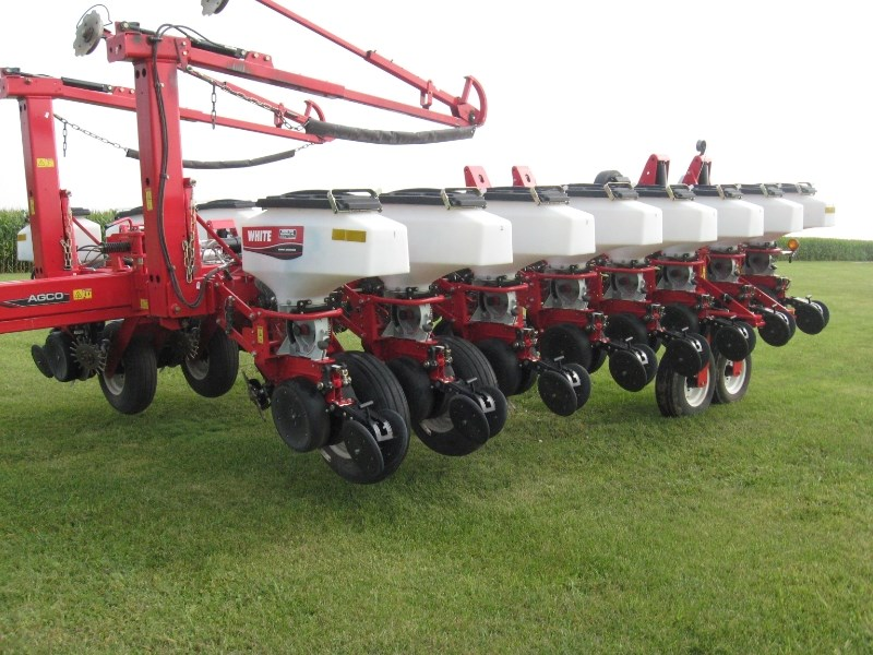 2011 White 8180 Planter For Sale