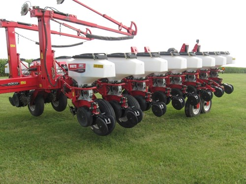 Planter For Sale:  2011 White 8180