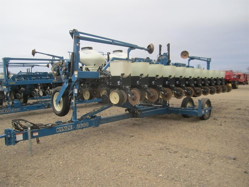 1999 Kinze 2600 Planter For Sale