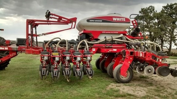 2008 White 8523 Planter For Sale