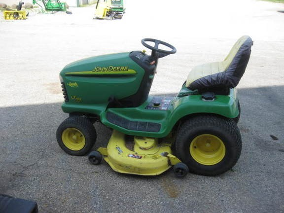 2004 John Deere LT190 Riding Mower For Sale