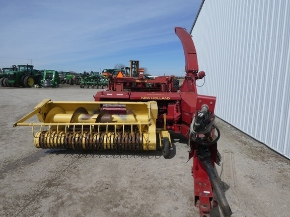 1998 New Holland 900 Forage Harvester-Pull Type For Sale