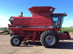 Combine For Sale 1995 Case IH 2166 , 215 HP