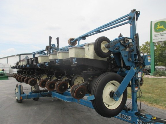 1997 Kinze 2600 Planter For Sale