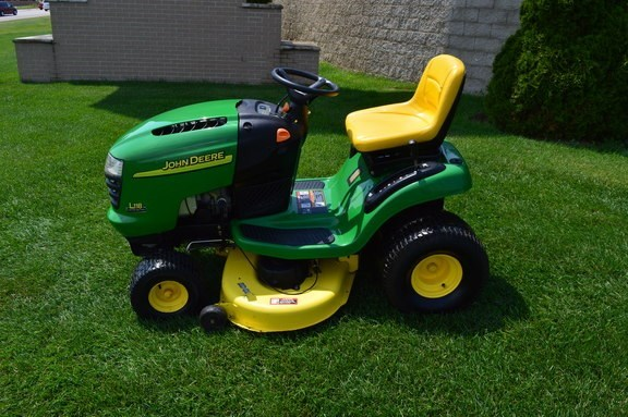 2004 John Deere L118 Riding Mower For Sale