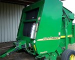 Baler-Round For Sale: 2004 John Deere 567