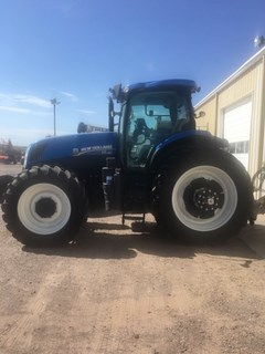 Tractor :  2015 New Holland T7.230