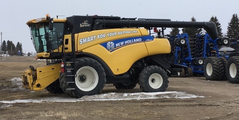 2013 New Holland CR8080 Combine For Sale