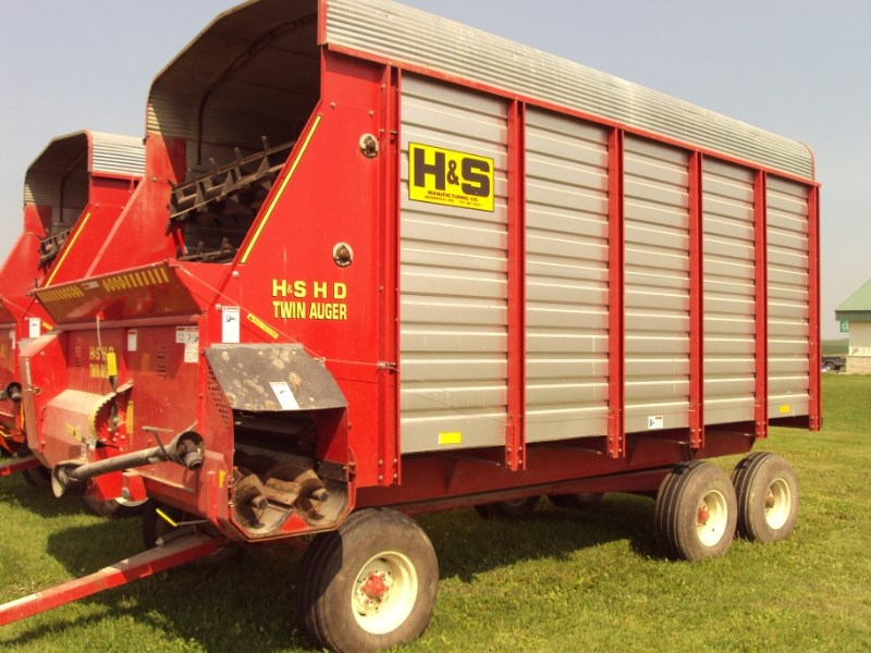 2002 H & S TWIN AUGER HD Forage Box-Wagon Mounted For Sale