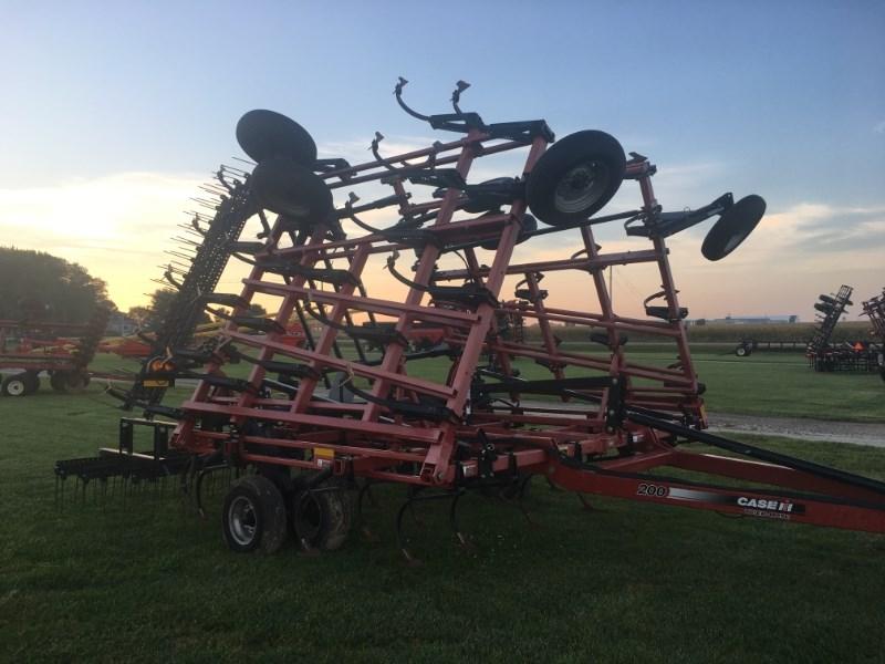 Case IH TM 200 Field Cultivator For Sale