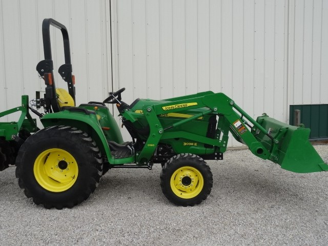 2015 John Deere 3038E Tractor - Compact For Sale